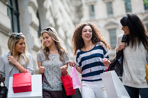 Pour éviter qu'une séance de magasinage aux États-Unis vous coûte (beaucoup) plus cher que prévu, prenez une assurance-voyage!