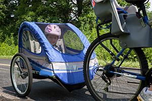 Si vous utilisez une remorque à vélo, effectuez des arrêts réguliers pour procéder aux vérifications usuelles.