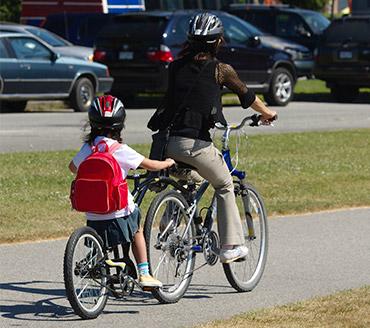 Si vous conduisez une barre-tandem ou un semi-vélo, un rétroviseur de vélo peut s'avérer un précieux accessoire.