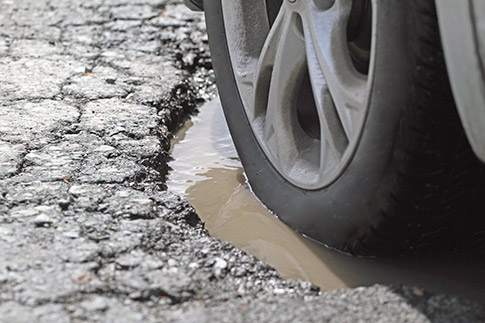Potholes: The most likely types of damage to your car | CAA-Québec
